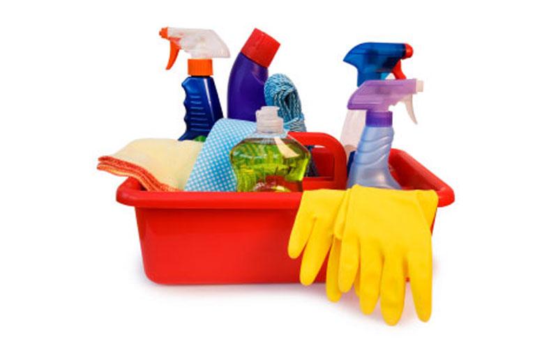 Limpieza de los armarios calienta platos